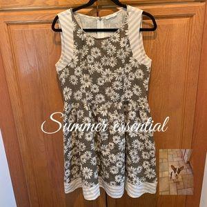 Esley daisy print dress size M